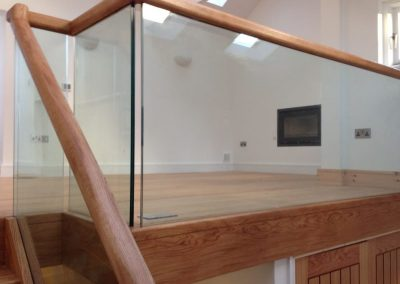glass-panel-wood-rail-stair