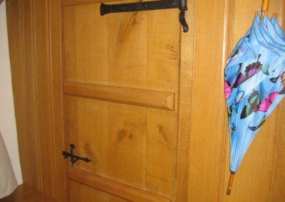 hinge-latch-door