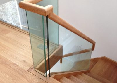 stair-bannister-glass-wood