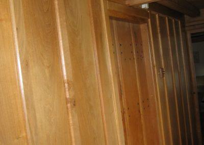 wood-panelling-door